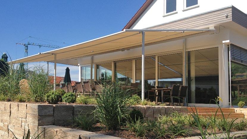 pergolamarkisen sonnenschutz f r gro e terrassen selbst bei wind. Black Bedroom Furniture Sets. Home Design Ideas